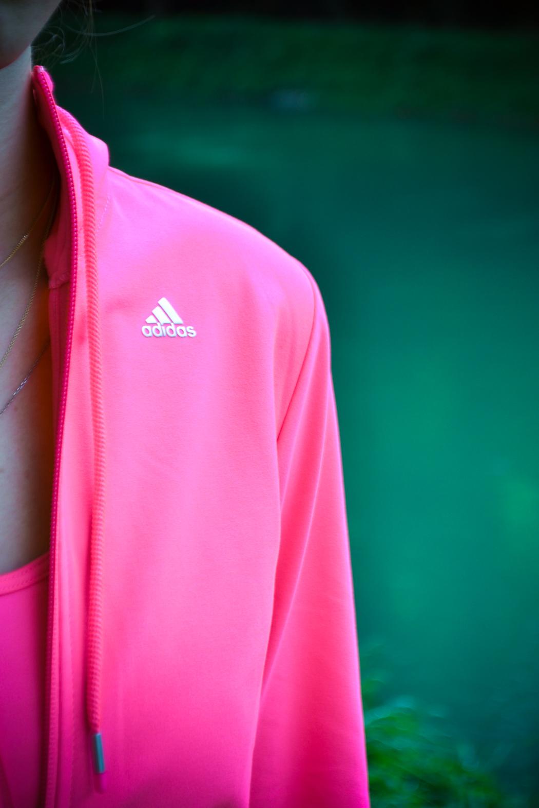 Lindarella-Fitnessblogger-Munich-München-Adidas-Boost-Laufschuhe-Pink-Sportoutfit-6