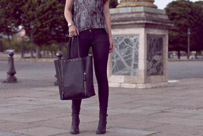 Place-de-la-Concorde-Fashionblogger-Black-Jeans-Zara-Michael-Kors-Sunglasses-6