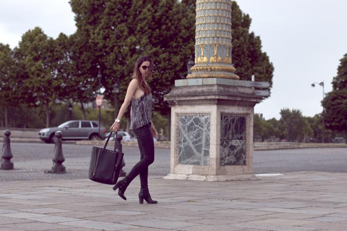 Place-de-la-Concorde-Fashionblogger-Black-Jeans-Zara-Michael-Kors-Sunglasses-7