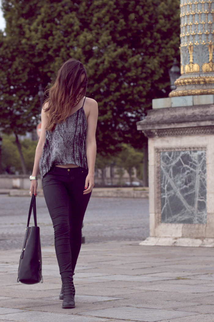 Place-de-la-Concorde-Fashionblogger-Black-Jeans-Zara-Michael-Kors-Sunglasses-8