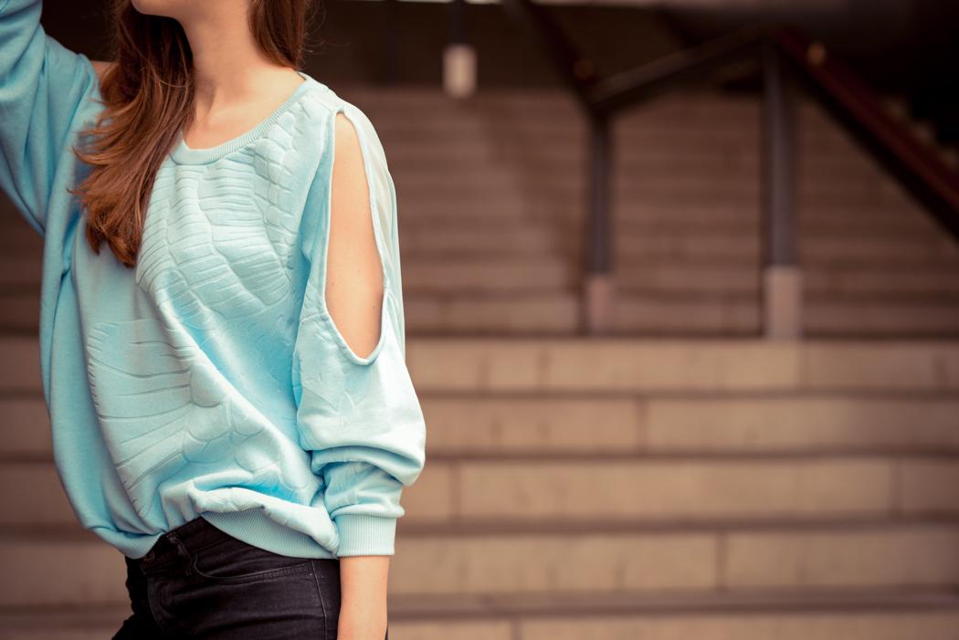 Rita-Ora-Sweatshirt-hellblau-Fashionblogger-München-4