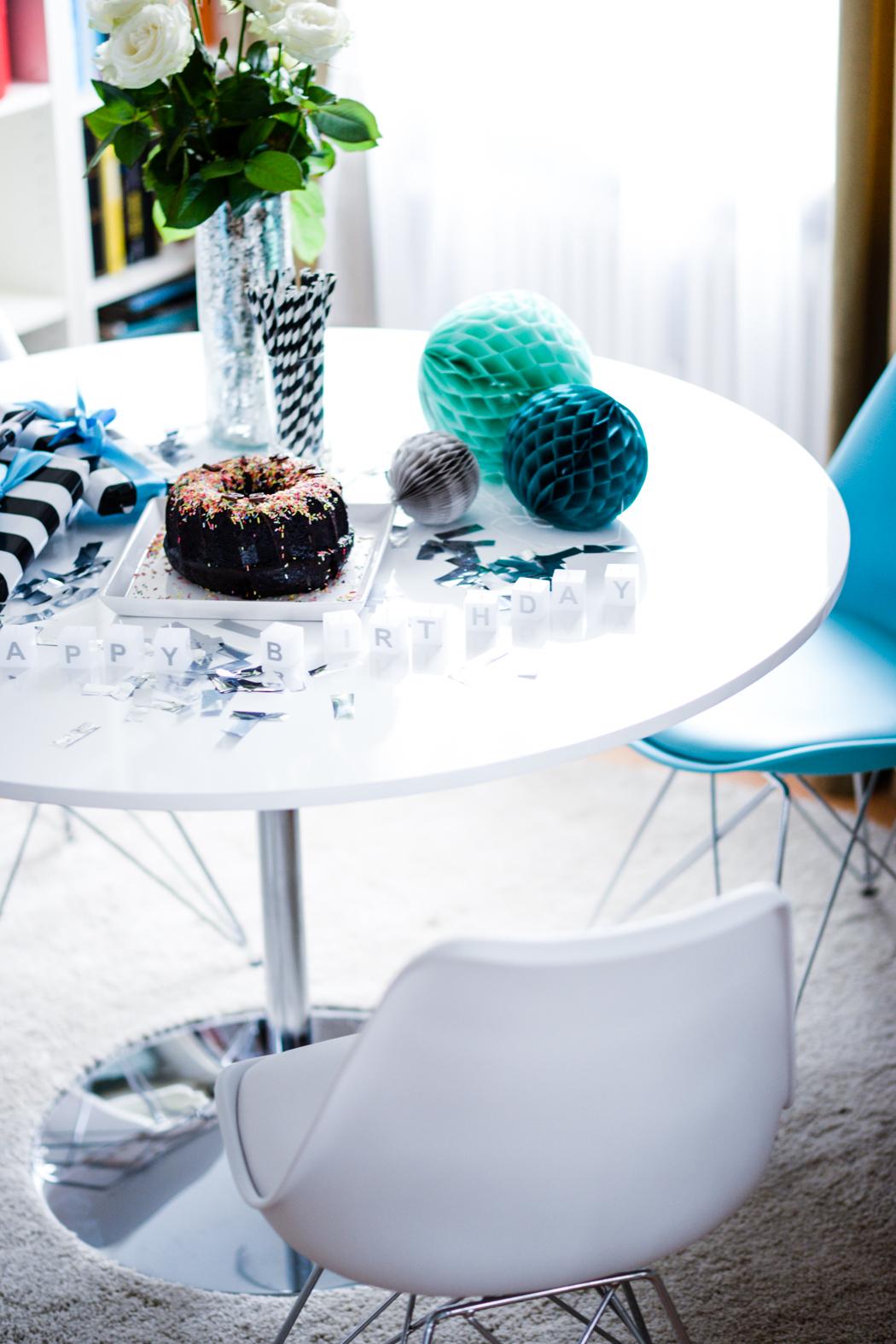 Runder-weißer-Esstisch-Charles-Eames-Chair-Interieur-6