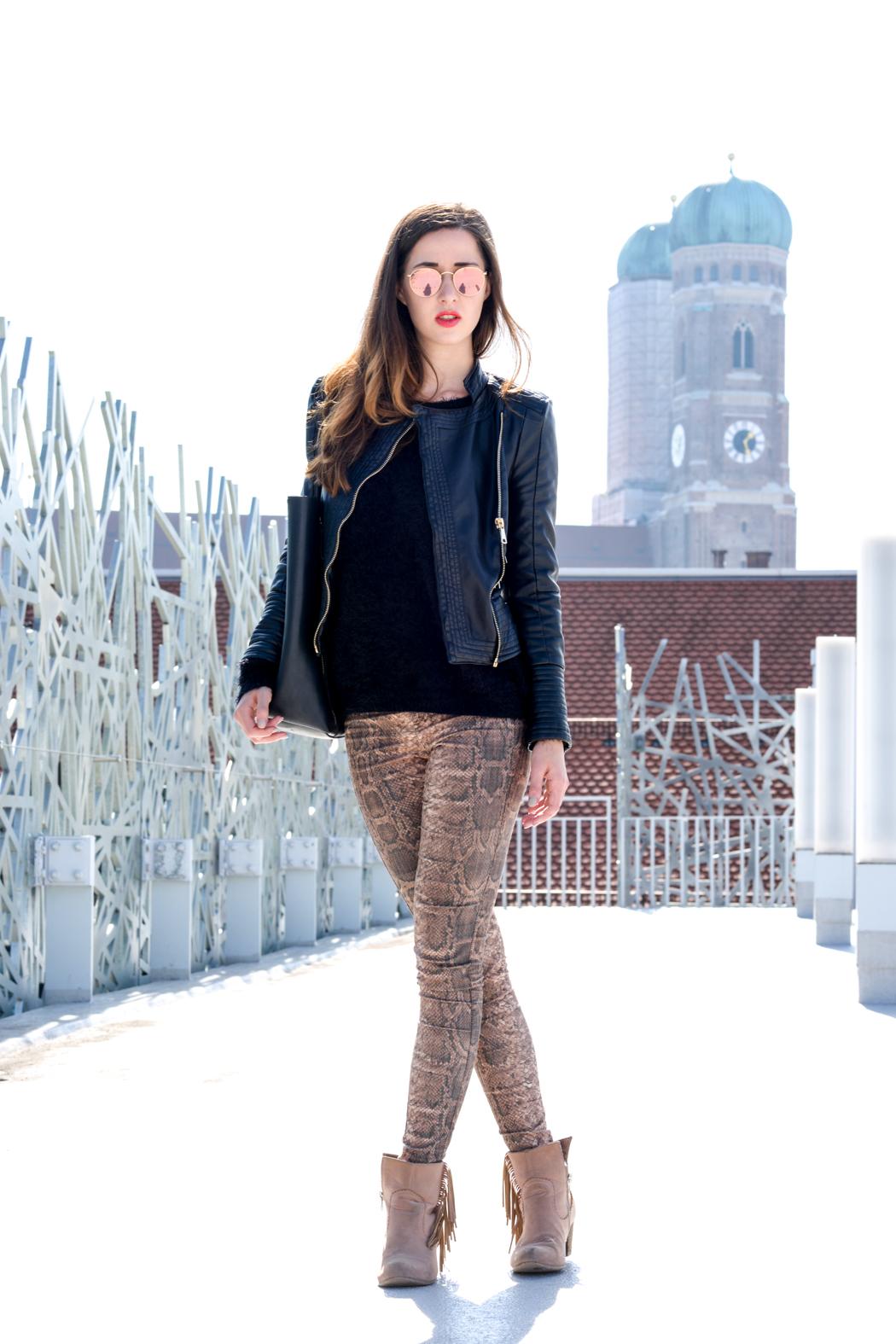 Schlangenpring-Leggins-Zara-Teddypulli-Nixon-Watch-Fashionblogger-München-2