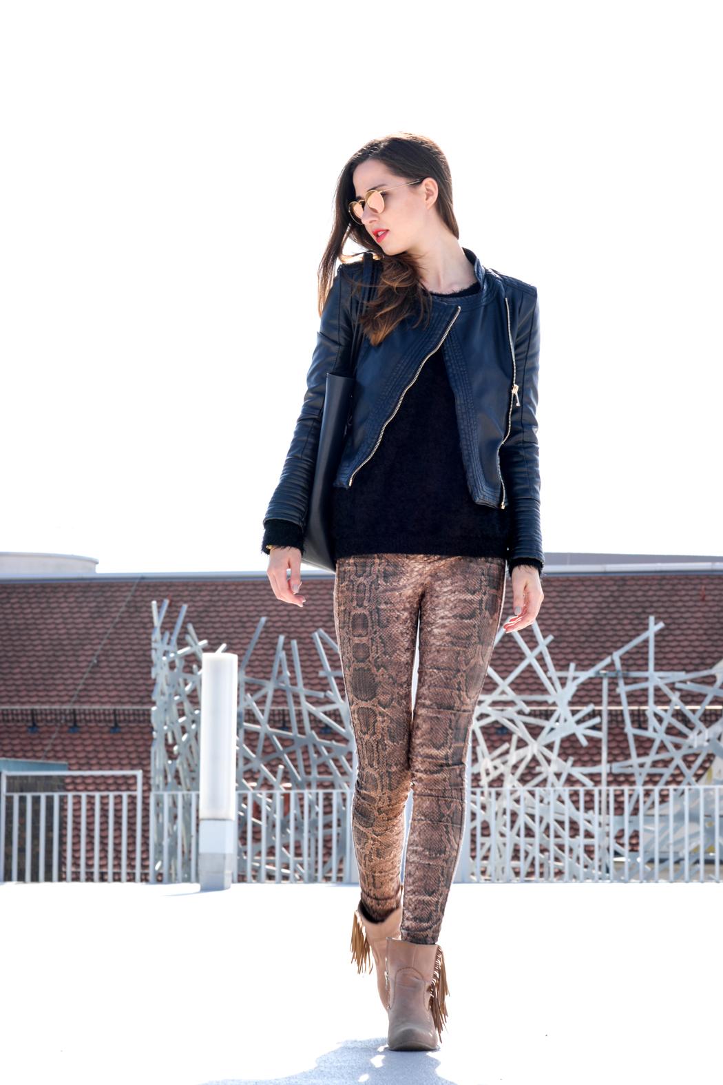 Schlangenpring-Leggins-Zara-Teddypulli-Nixon-Watch-Fashionblogger-München-3