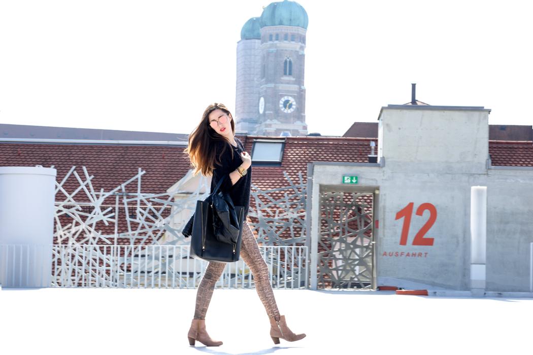 Schlangenpring-Leggins-Zara-Teddypulli-Nixon-Watch-Fashionblogger-München-5