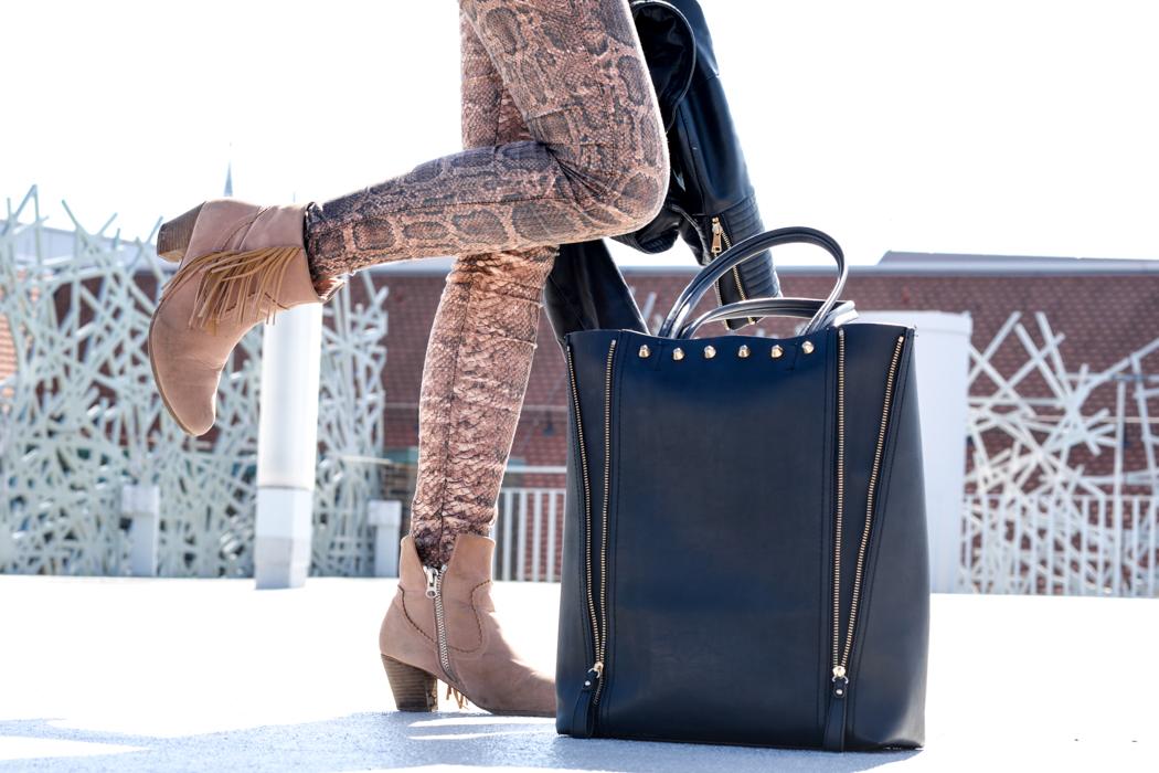 Schlangenpring-Leggins-Zara-Teddypulli-Nixon-Watch-Fashionblogger-München-6