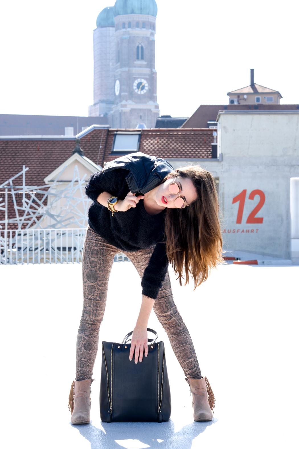 Schlangenpring-Leggins-Zara-Teddypulli-Nixon-Watch-Fashionblogger-München-7