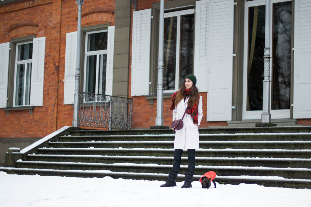 Chloe-Marcie-weinrot-Lindau-Lindarella-im-Schnee-1