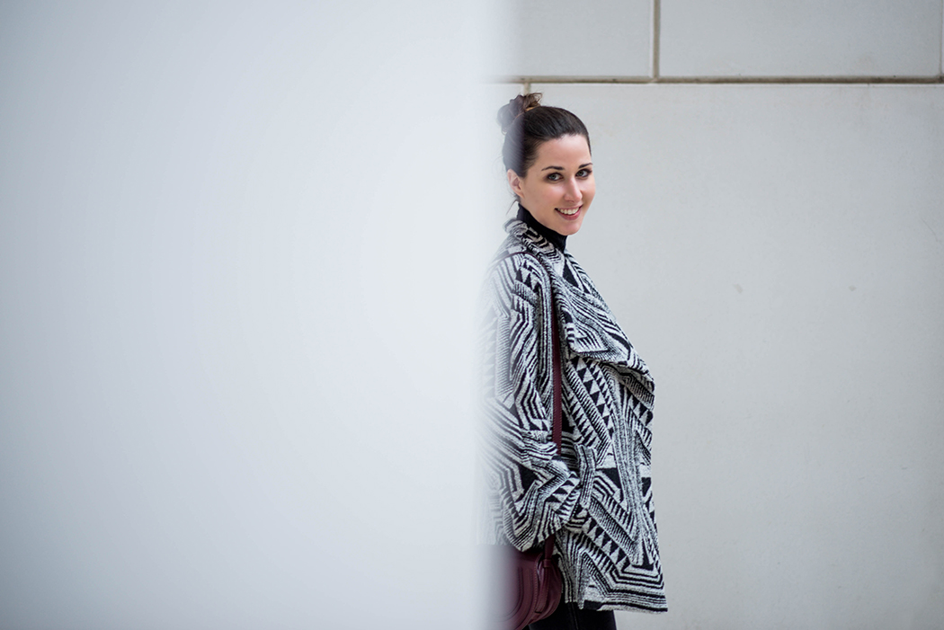 Schwarz-Weiss-Bloggerlook-Chloe-Marcie-weinrot-Fashionblogger-München-Deutschland-1