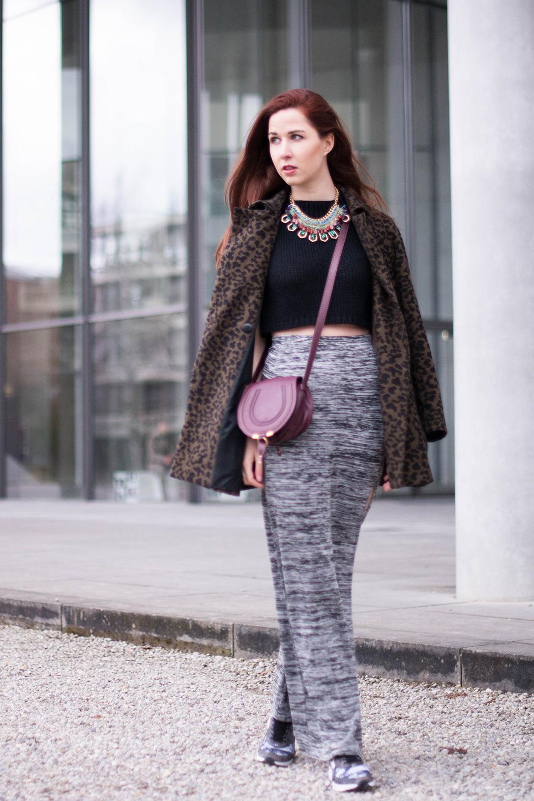Fashionblogger-München-Fashionblog-Deutschland-Lindarella-Fitnessblogger-Nike-Air-Max-Military-Engelhorn-Chloe-Marcie-weinrot-rot-Crop-Top-Strick-1-