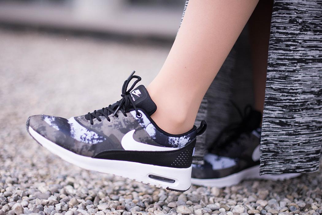 Fashionblogger-München-Fashionblog-Deutschland-Lindarella-Fitnessblogger-Nike-Air-Max-Military-Engelhorn-Chloe-Marcie-weinrot-rot-Crop-Top-Strick-5