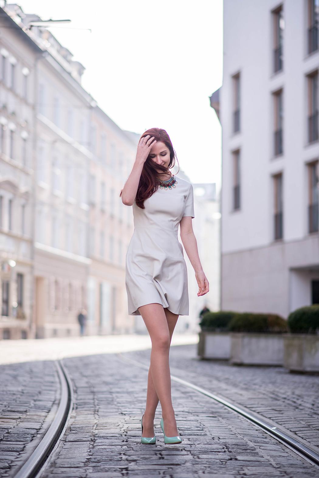 Lederkleid-beige-Zara-mint-Heels-Chloe-Marcie-weinrot-Fashionblogger-München-Fashionblog-Deutschland-Lindarella-13-web