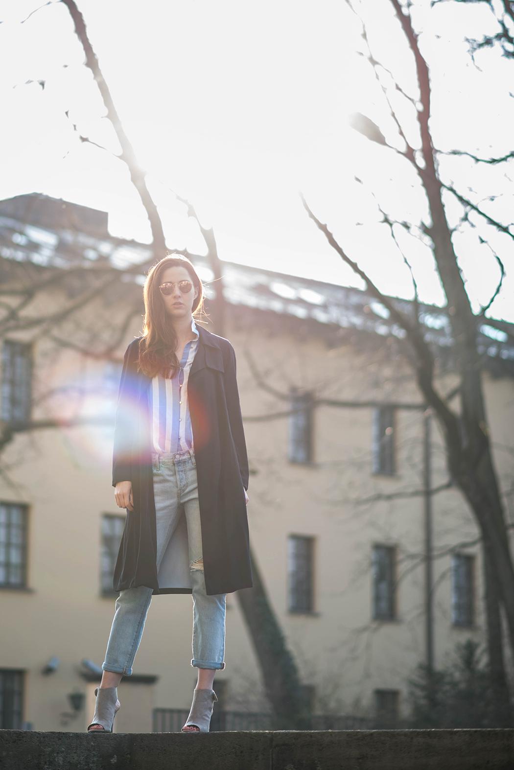 Fashionblogger-Deutschland-Fashionblog-München-Lindarella-Levis-501CT-Marinelook-Ripped-Jeans-Lindarella-2