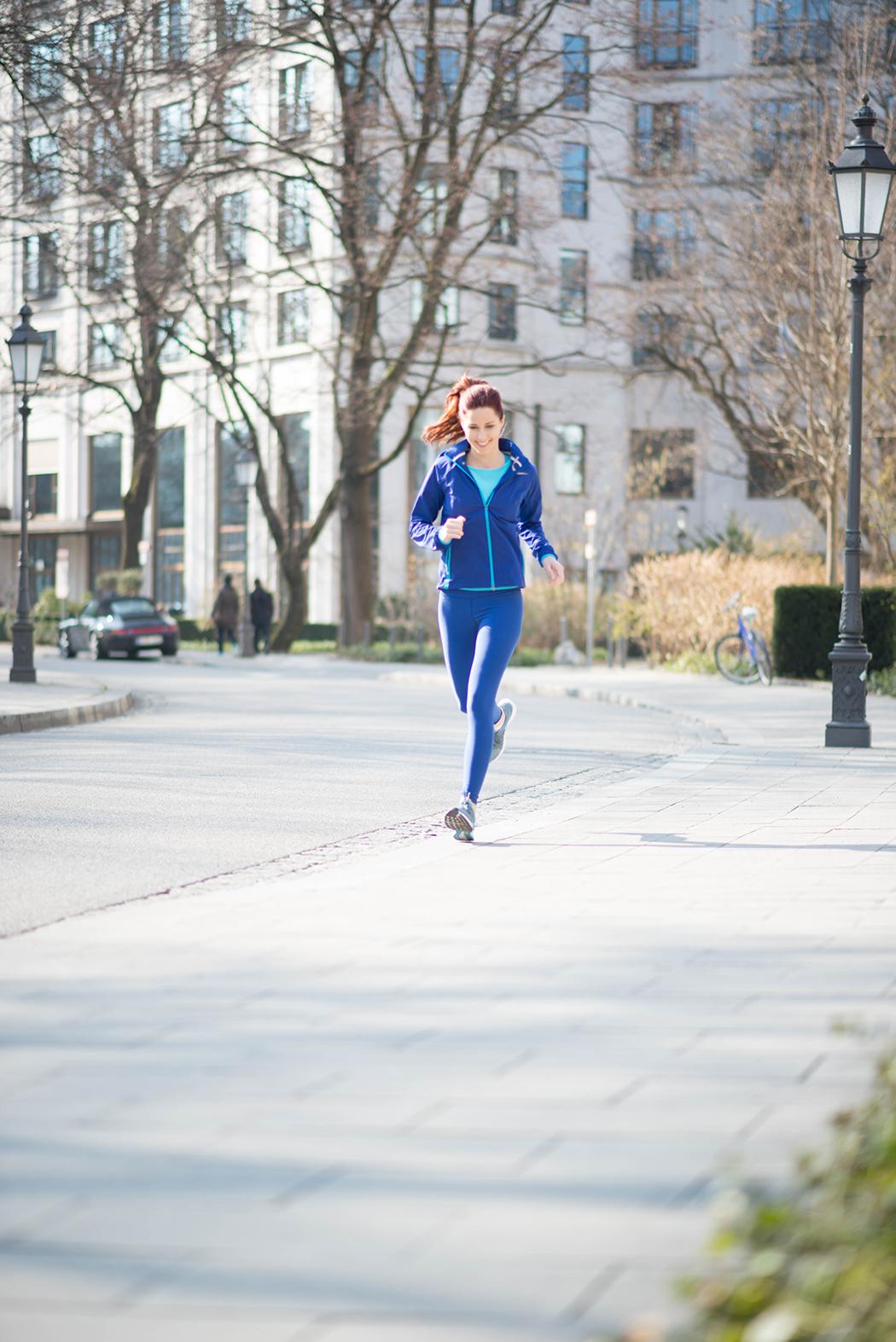 Nike-Running-blaue-Laufhose-Fitnessblogger-München-Deutschland-1