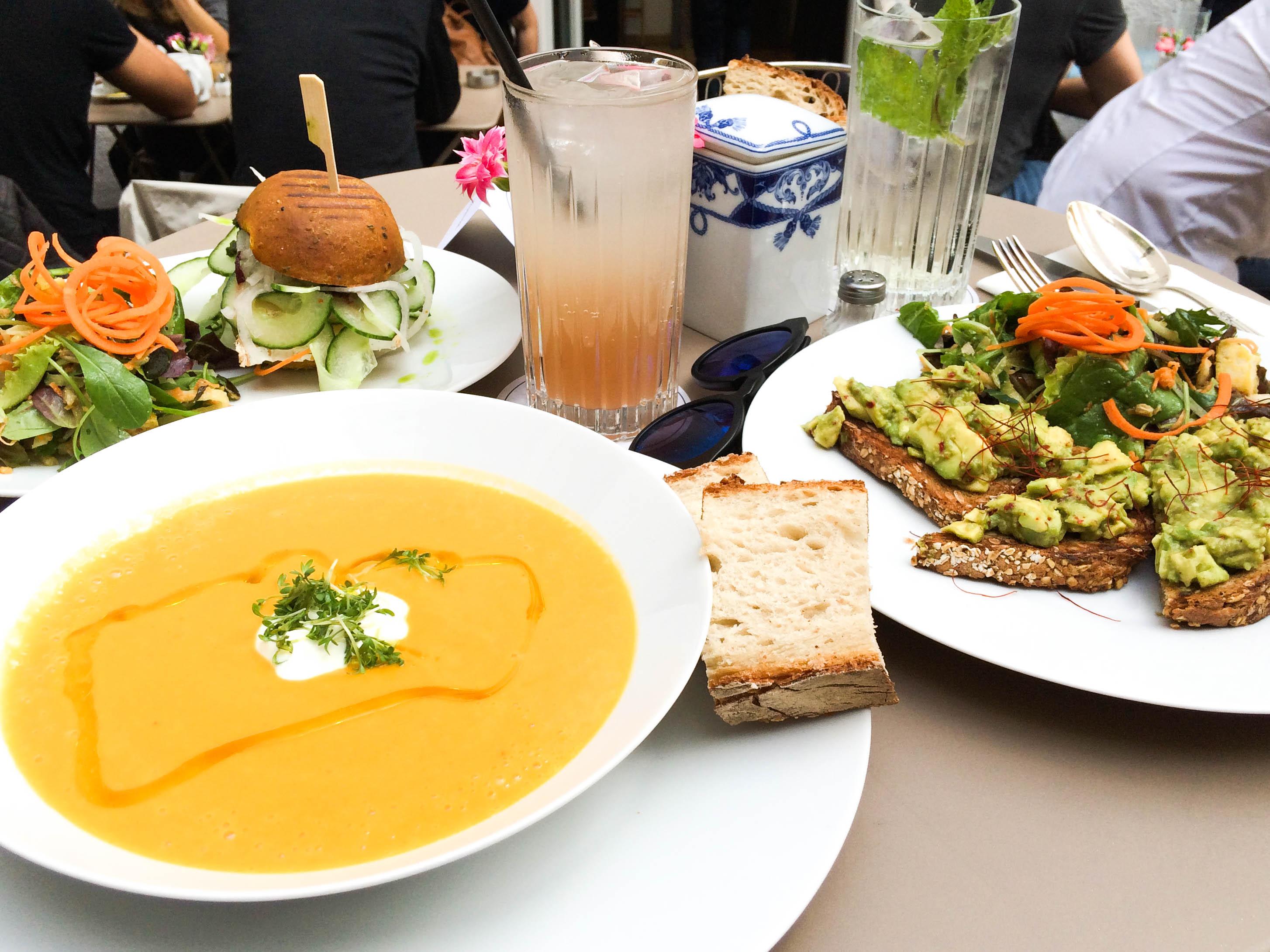 Stereo-Café-Munich-Hotspot-Lindarella-Vegan-Clean-Healthy-Foodblogger-München-Deutschland-Fitnessblog-1