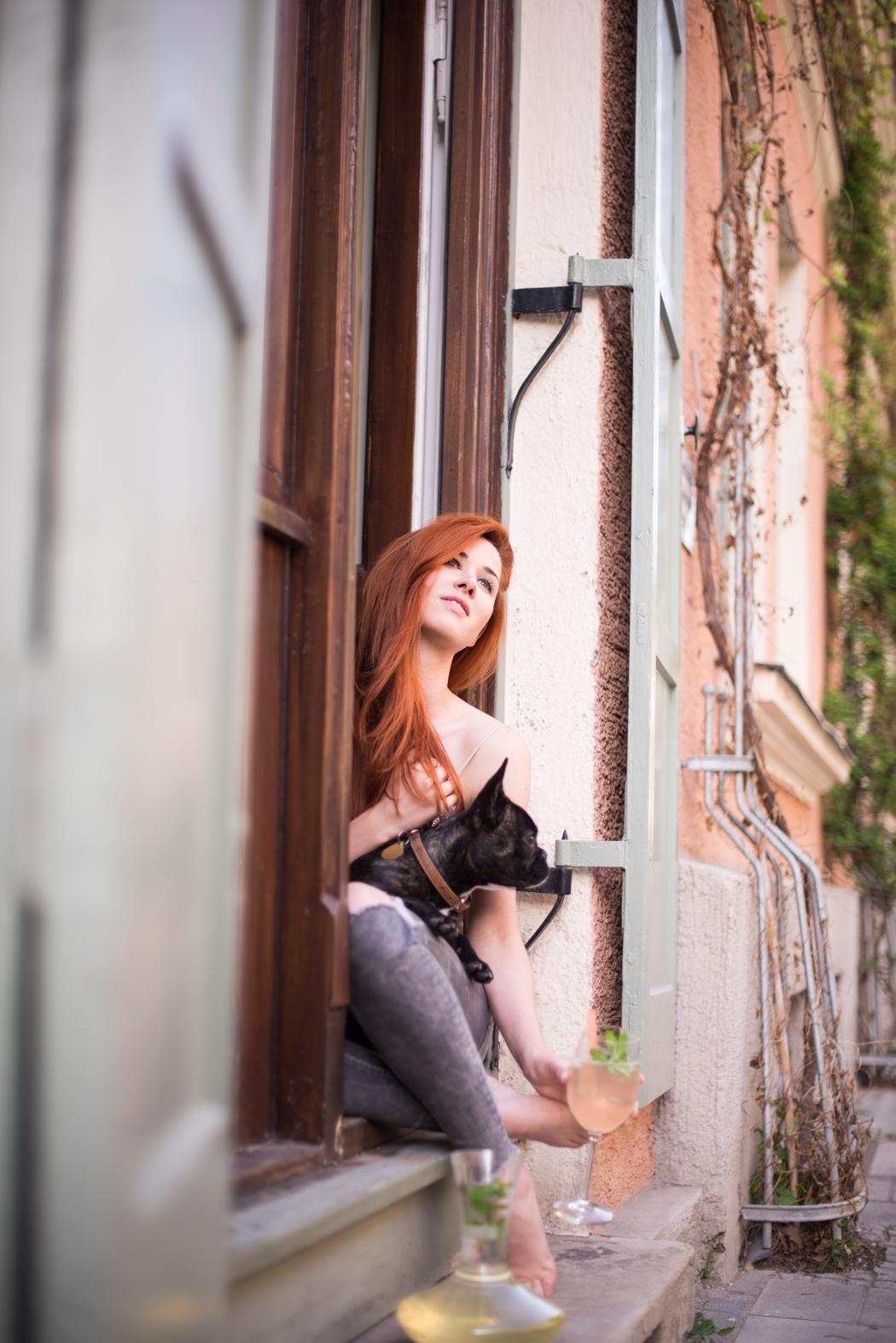 Fashionblog-München-Fashionblogger-Munich-Deutschland-Lindarella-Büro-Hund-Französische-Bulldogge-Vicky-Blog-Lifestyle-rote-Haare-Redhead-Fashion Blog-1