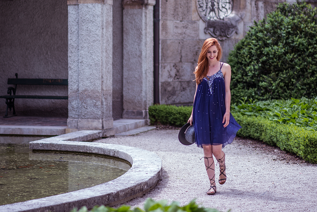 Fashionblog-Fashionblogger-Fashion-Blog-München-Deutschland-Conleys-Fashion-Gladiatorensandalen-blaues-Pailettenkleid-Linda-Rella-Lindarella-Fitnessblog-2