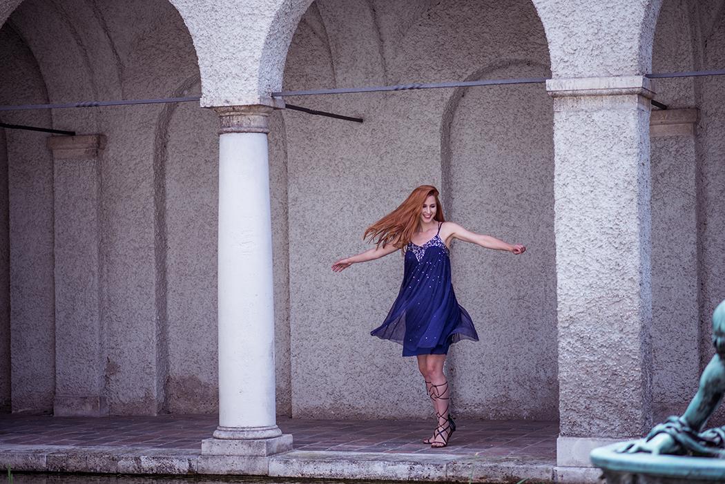 Fashionblog-Fashionblogger-Fashion-Blog-München-Deutschland-Conleys-Fashion-Gladiatorensandalen-blaues-Pailettenkleid-Linda-Rella-Lindarella-Fitnessblog-12
