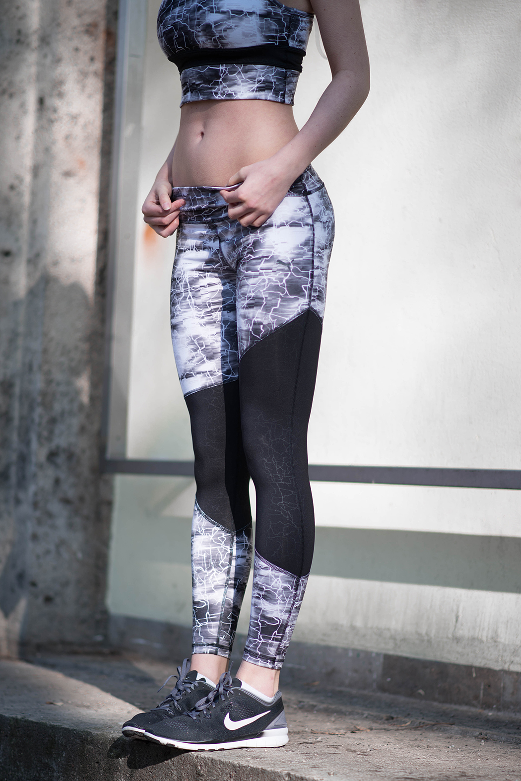 Puma-Crop-Top-black-and-white-Fitnessblogger-München-Fitnessblog-Deutschland-3