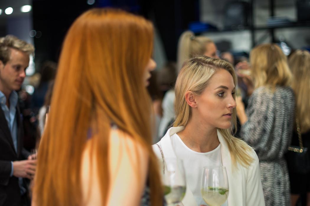 Fashionblog-Fashionblogger-München-Deutschland-Fashion-Blog-Lifestyle-Lindarella-Linda-Rella-Emporio_Armani_Sounds-Munich-Armani-Tasche-blau-weiß-11