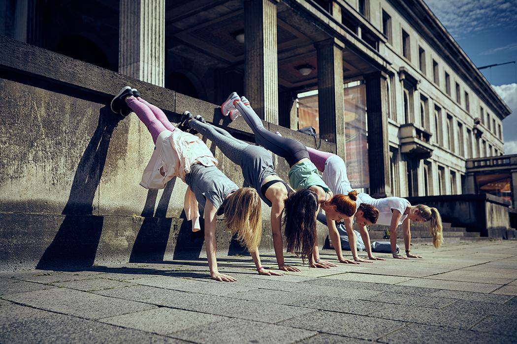 2015-06-26-Bench-Urban-Yoga-mit-Amiena 435