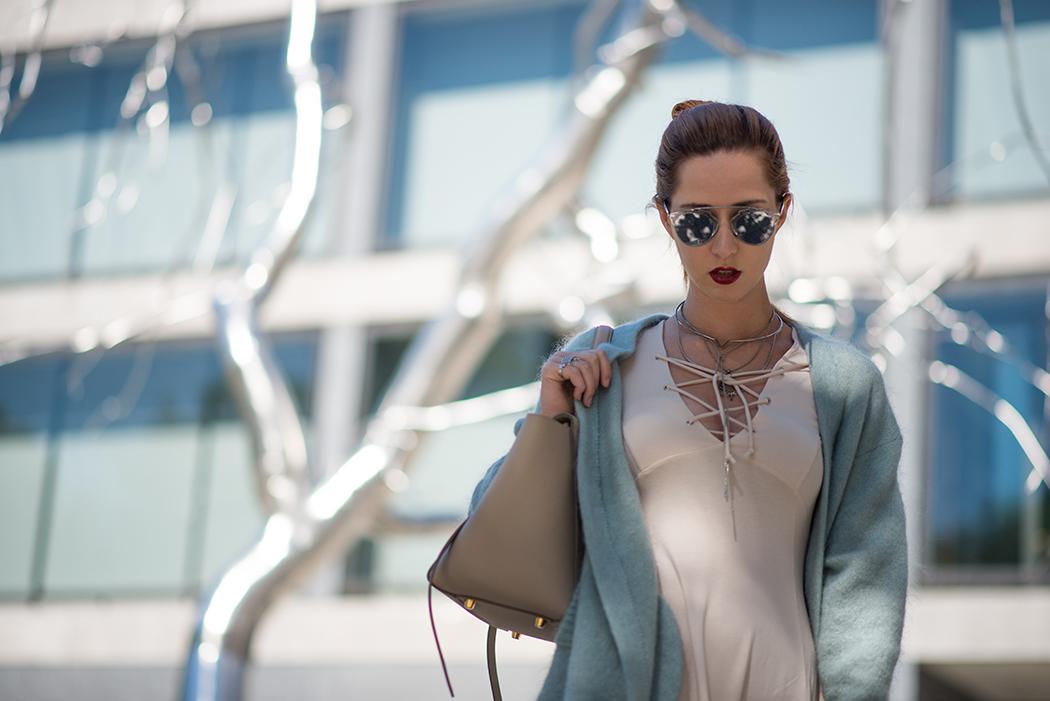 Fashionblog-Fashionblogger-Fashion-Blog-Blogger-Lifestyle-Lindarella-Linda-Rella-Acne-Kaschmirjacke-mint-tuerkis-Dior-so-real-Celine_Belt_Bag-Céline_Tasche-23-web