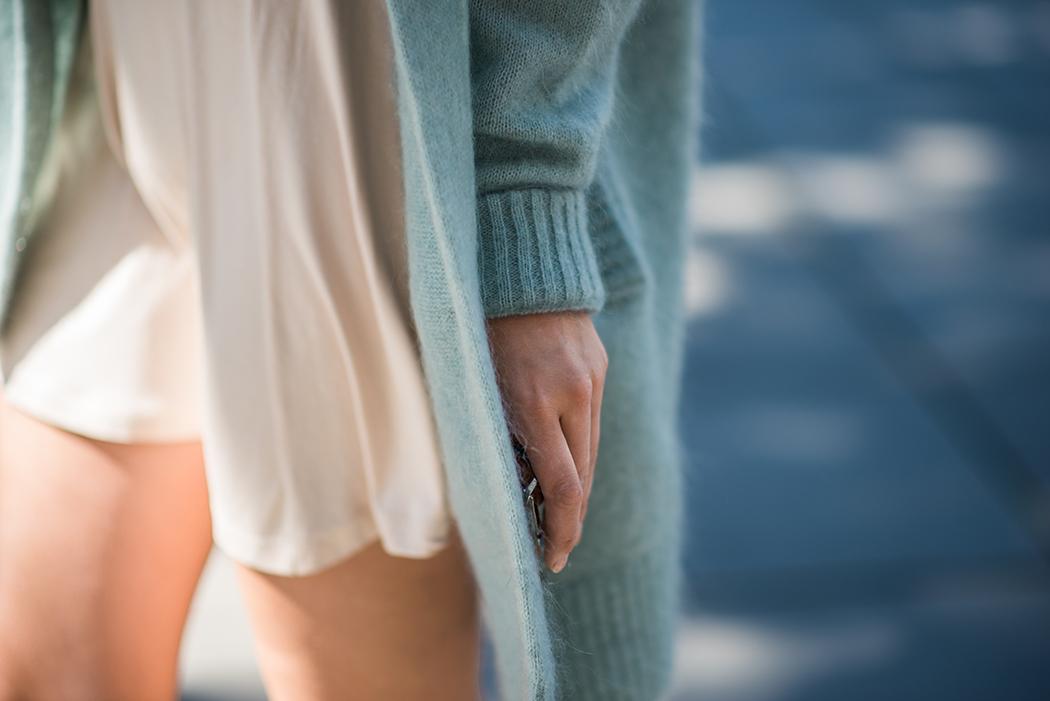 Fashionblog-Fashionblogger-Fashion-Blog-Blogger-Lifestyle-Lindarella-Linda-Rella-Acne-Kaschmirjacke-mint-tuerkis-Dior-so-real-Celine_Belt_Bag-Céline_Tasche-30-web