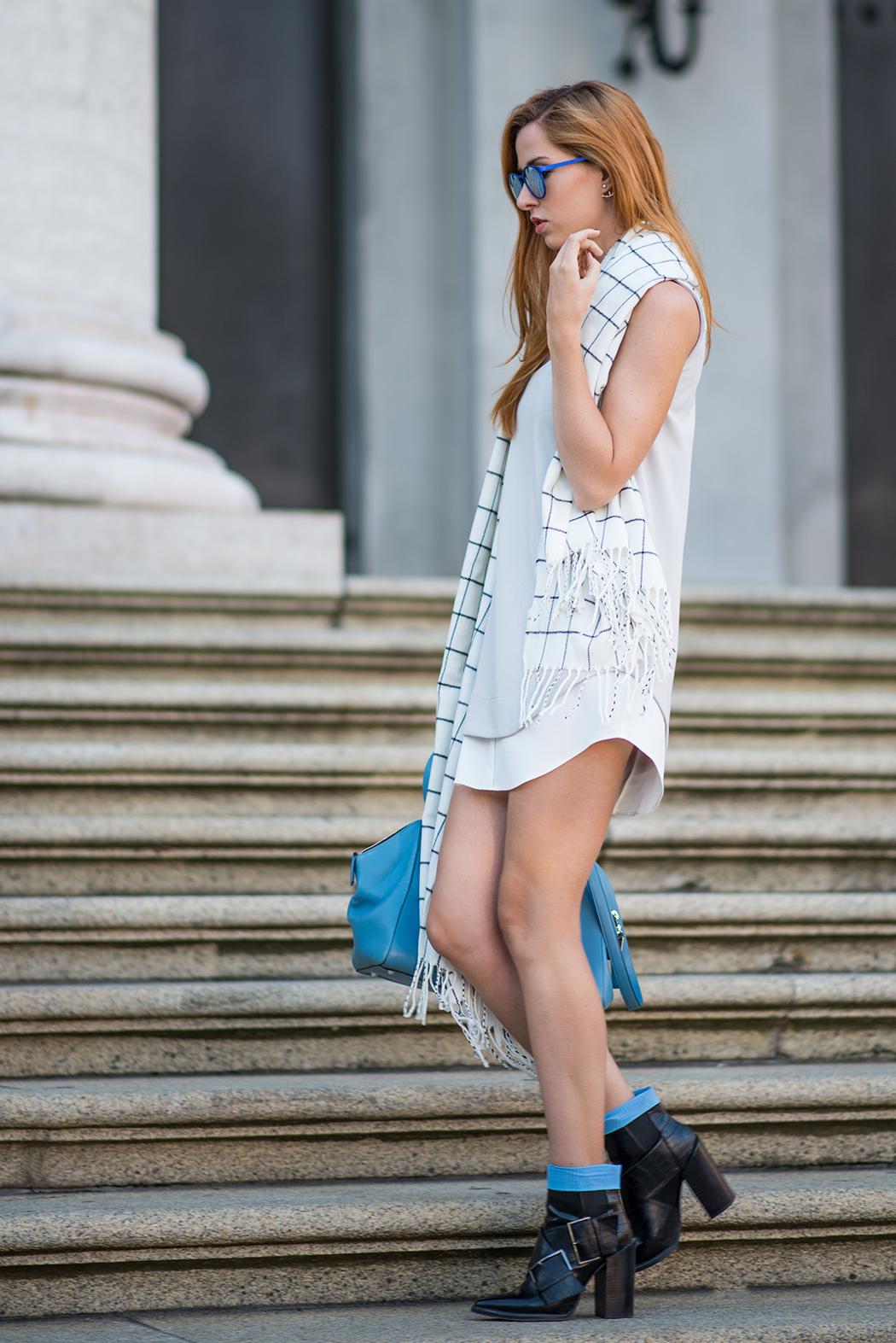 Fashionblog-Fashionblogger-München-Deutschland-Fashion-Blog-Lifestyle-Lindarella-Linda-Rella-Hemdkleid-Marc-Jacobs-Le_Specs-blau-verspiegelt-2-web