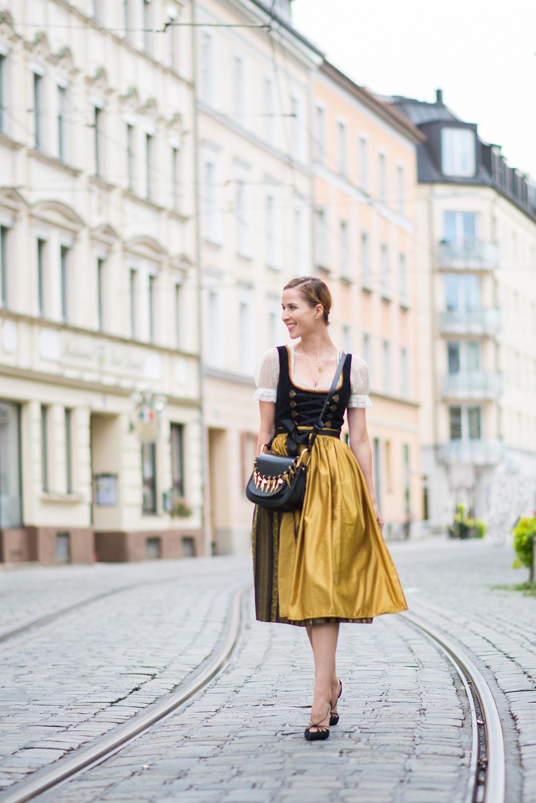 Fashionblog-Fashionblogger-Fashion-Blog-Blogger-Lifestyle-Wiesn-Tracht-Dirndl-Linda-Lindarella-München-Deutschland-5-web