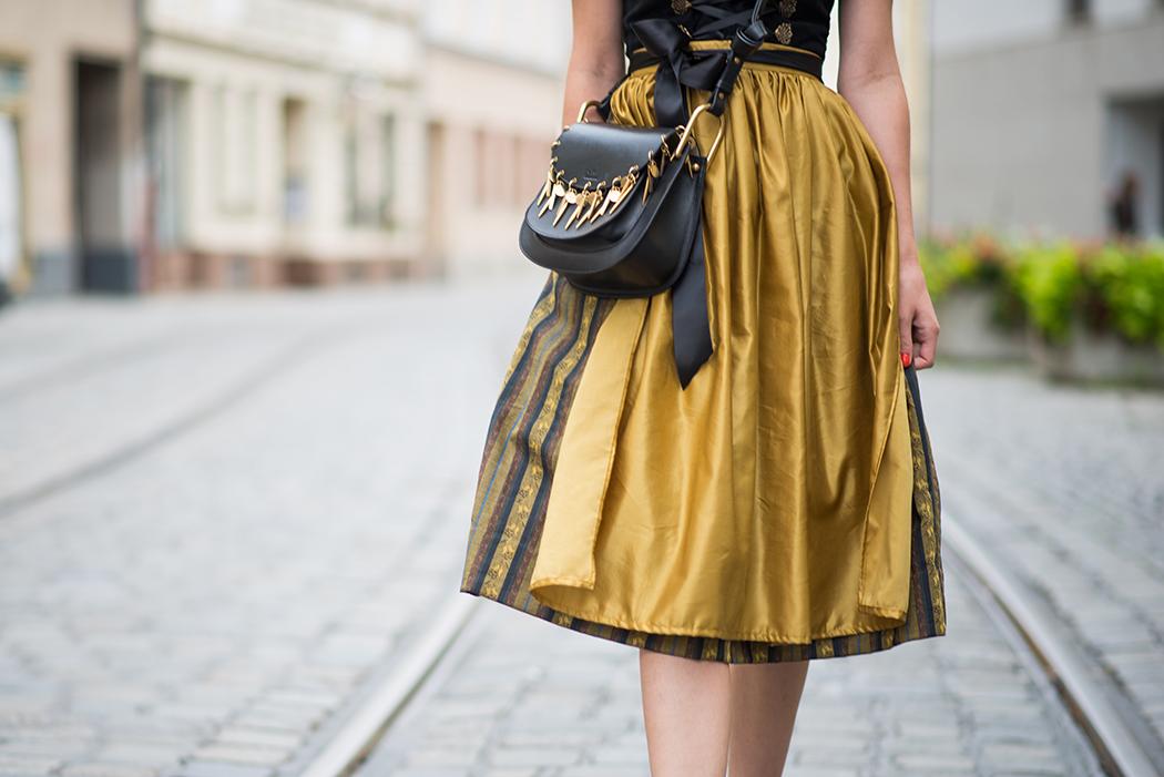 Fashionblog-Fashionblogger-Fashion-Blog-Blogger-Lifestyle-Wiesn-Tracht-Dirndl-Linda-Lindarella-München-Deutschland-6-web