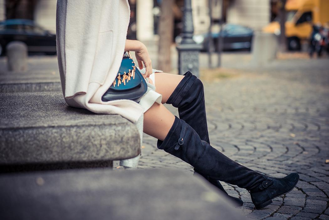 Fashionblog-Fashionblogger-Fashion-Blog-Blogger-Lifestyle-München-Deutschland-Munich-Germany-Streetstyle-Lagenlook-Chloe-Hudson-Embellished-Overknees-schwarz-10-web