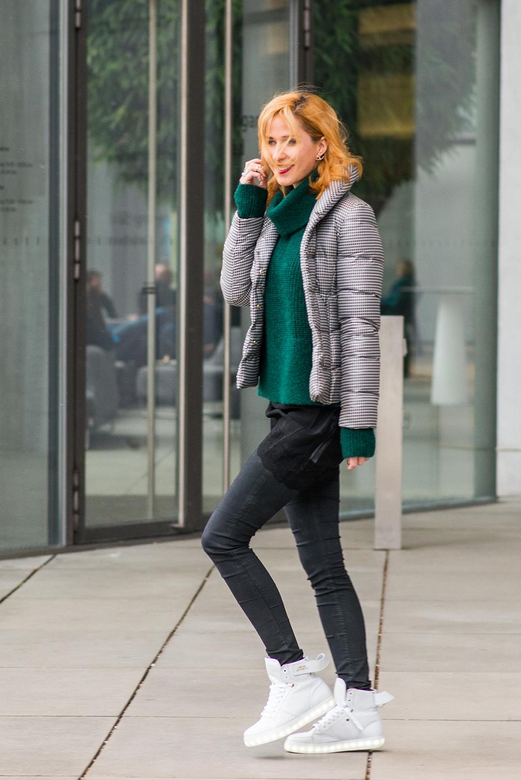 Fashionblog-Fashionblogger-Fashion-Blog-Blogger-Lifestyle-AnnieP-No-Brand-Sneaker-leuchtende-Sohle-2-web