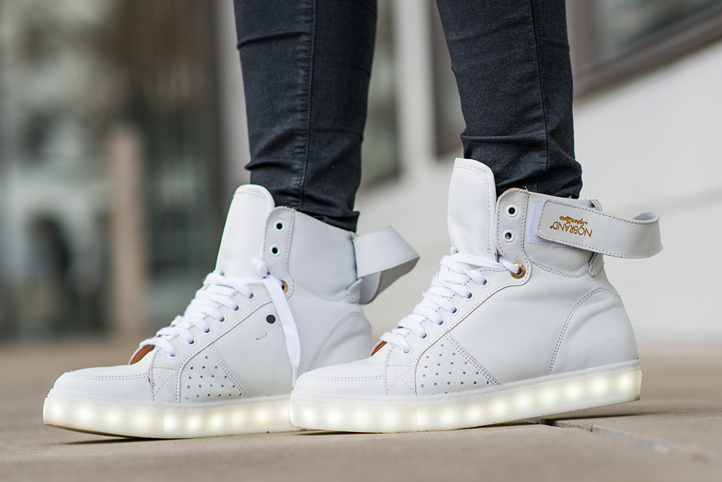 Fashionblog-Fashionblogger-Fashion-Blog-Blogger-Lifestyle-AnnieP-No-Brand-Sneaker-leuchtende-Sohle-4-web