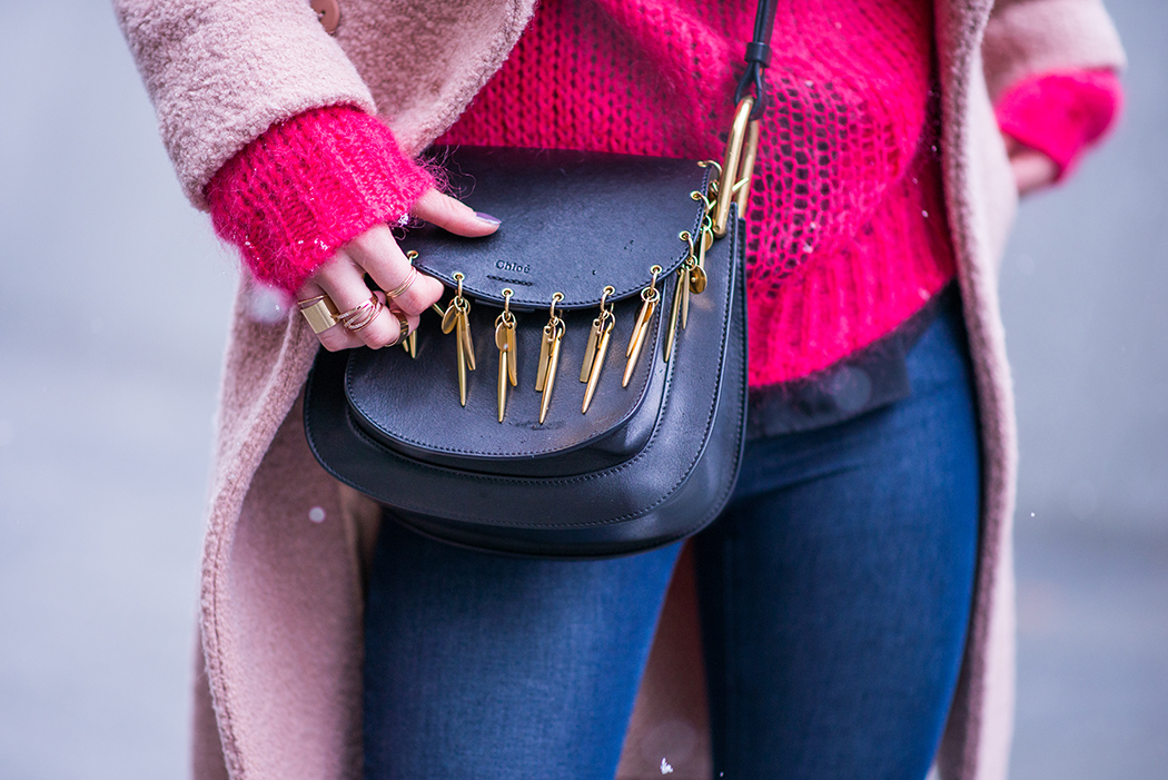 Fashionblog-Fashionblogger-Fashion-Blog-Blogger-Lifestyle-Chloe_Hudson-Twin-Set-rosa-Mantel-IRO-pink-pullover-erdbeerblond-14-web