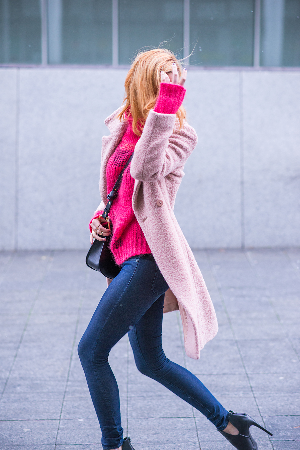 Fashionblog-Fashionblogger-Fashion-Blog-Blogger-Lifestyle-Chloe_Hudson-Twin-Set-rosa-Mantel-IRO-pink-pullover-erdbeerblond-6-web