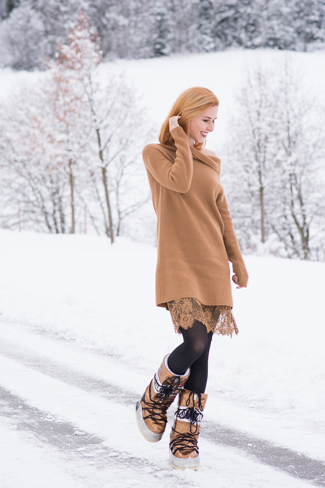 Fashionblog-Fashionblogger-Fashion-Blog-Blogger-Lifestyle-Moon-Boot-kupfer-bronze-Twin-Set-Strickkleid-Spitze-1-web