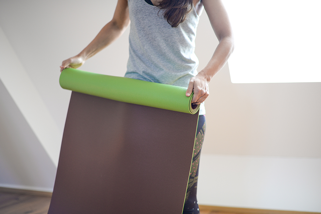 Fitnessblog-Fitnessblogger-Fitness-Blog-Yoga-Lifestyle-für-Anfänger-Anfängerjoga-Lindarella-Posen_Yoga-Calyana-Buket-Akkus-Airex-16-web