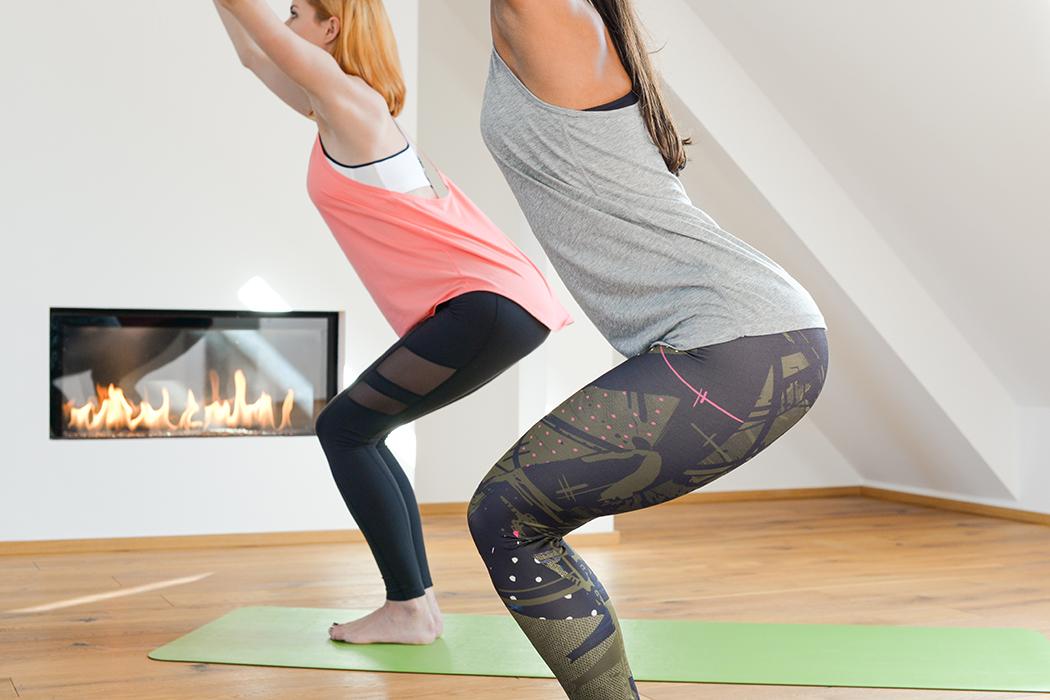 Fitnessblog-Fitnessblogger-Fitness-Blog-Yoga-Lifestyle-für-Anfänger-Anfängerjoga-Lindarella-Posen_Yoga-Calyana-Buket-Akkus-Airex-4-web