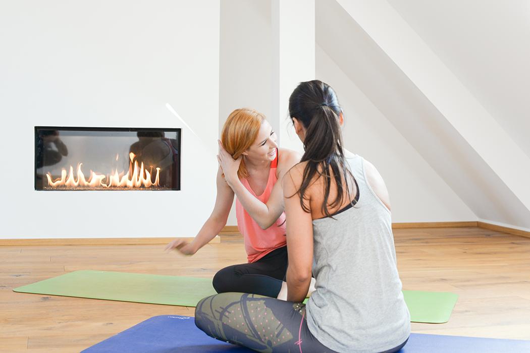 Fitnessblog-Fitnessblogger-Fitness-Blog-Yoga-Lifestyle-für-Anfänger-Anfängerjoga-Lindarella-Posen_Yoga-Calyana-Buket-Akkus-Airex-9-web