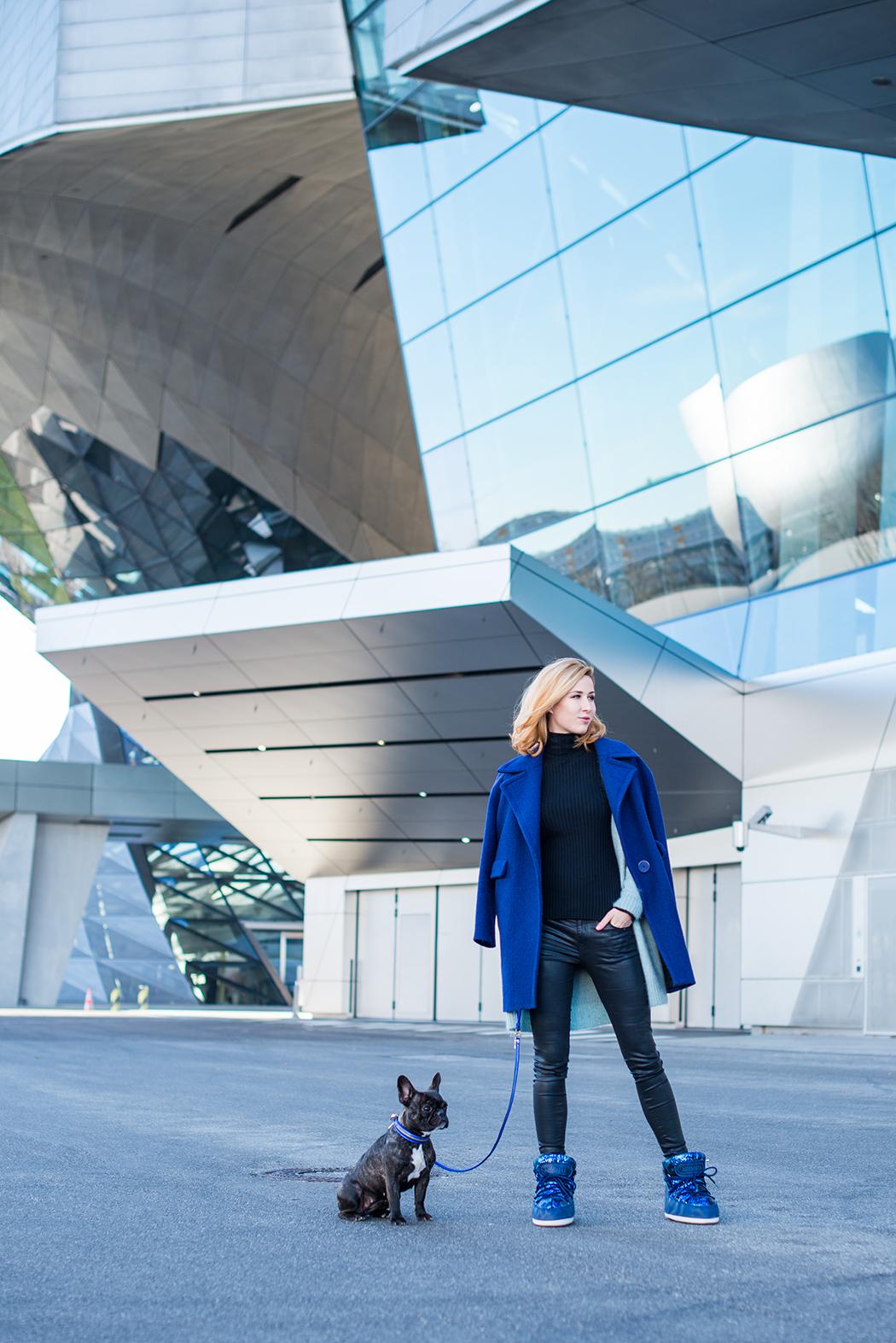 Fashionblog-Fashionblogger-Fashion-Blog-Blogger-Lifestyle-Moon_Boot-blau-Pailletten-glitzer-Ikki_Boots-BMW-Museum-4-web