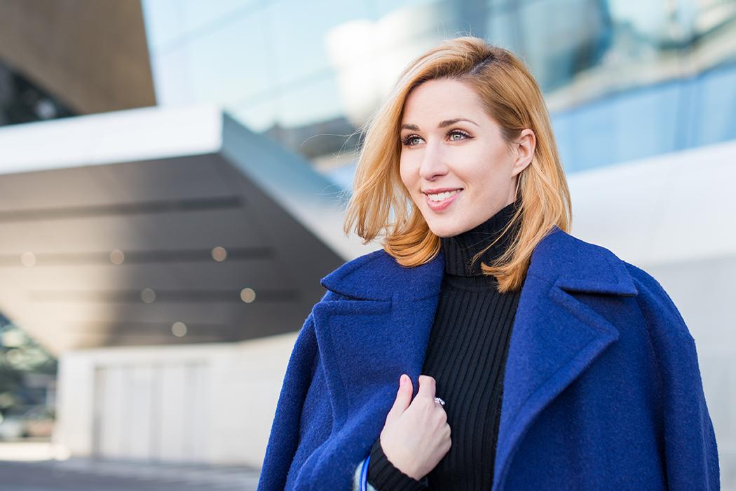 Fashionblog-Fashionblogger-Fashion-Blog-Blogger-Lifestyle-Moon_Boot-blau-Pailletten-glitzer-Ikki_Boots-BMW-Museum-5-web
