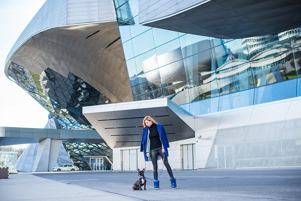 Fashionblog-Fashionblogger-Fashion-Blog-Blogger-Lifestyle-Moon_Boot-blau-Pailletten-glitzer-Ikki_Boots-BMW-Museum-7-web
