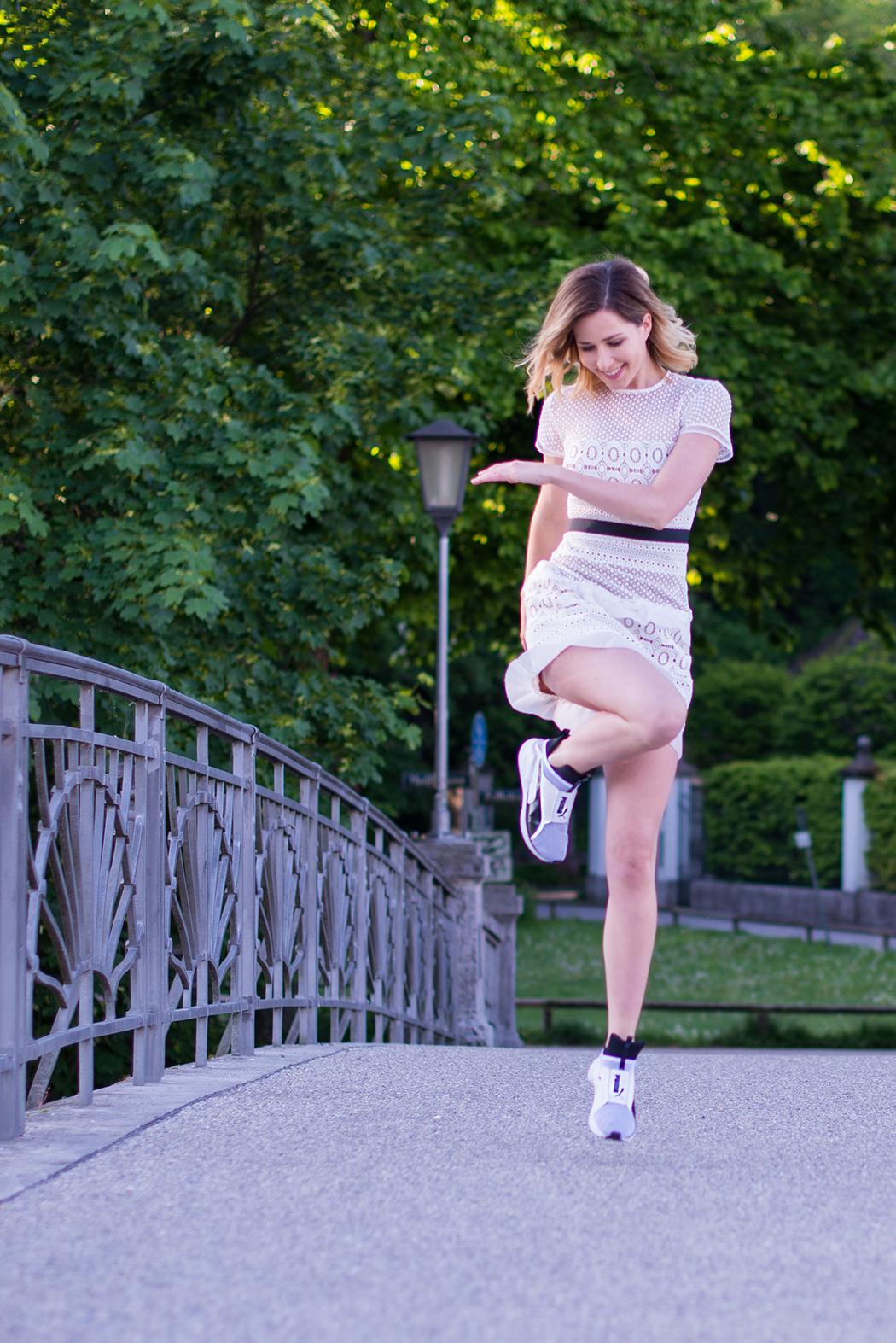 Fitnessblog-Fitnessblogger-Fitness-Blog-Blogger-Fashion-Fashionblog-Fashionblogger-Muenchen-Deutschland-Puma-Fierce-Selfportrait-Kleid-weiß-3