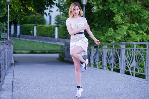 Fitnessblog-Fitnessblogger-Fitness-Blog-Blogger-Fashion-Fashionblog-Fashionblogger-Muenchen-Deutschland-Puma-Fierce-Selfportrait-Kleid-weiß-4