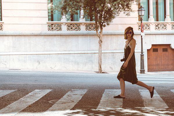 Fashionblog-Fashionblogger-Fashion-Blog-Blogger-Muenchen-Munich-Deutschland-Modeblog-Satinkleid-Slipper-6