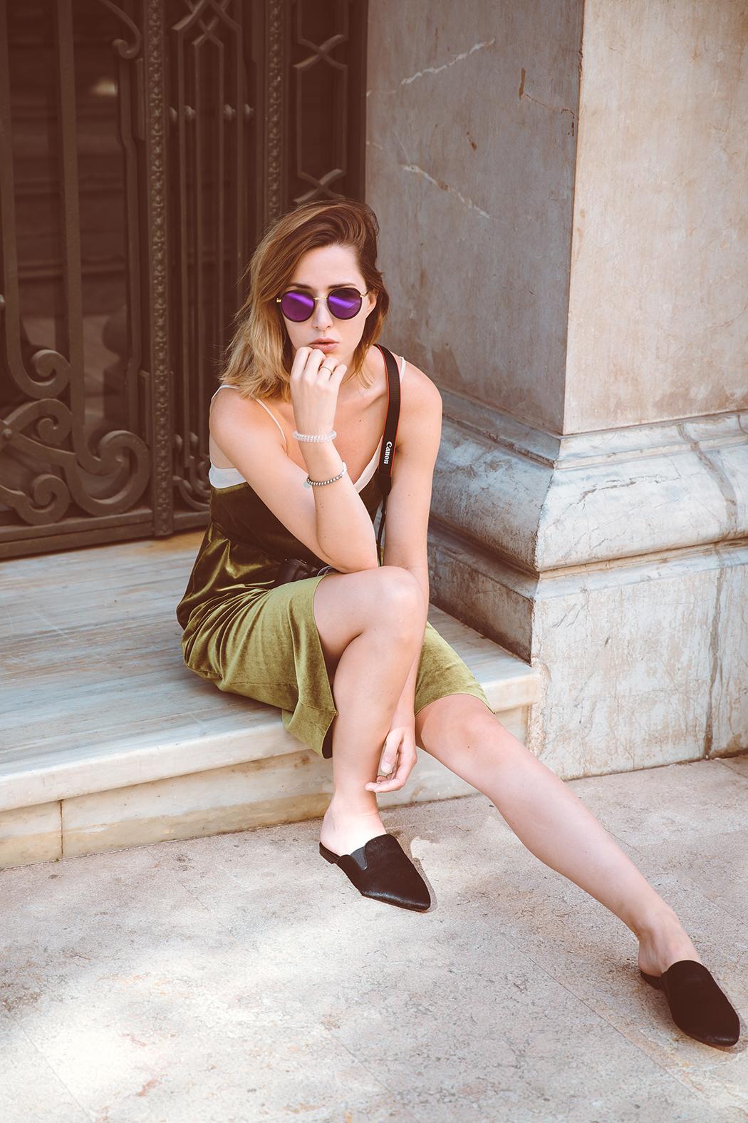 Fashionblog-Fashionblogger-Fashion-Blog-Blogger-Muenchen-Munich-Deutschland-Modeblog-Satinkleid-Slipper