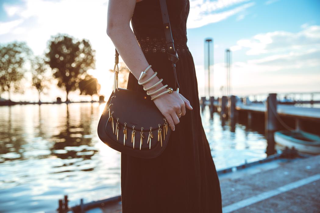 Fashionblog-Fashionblogger-Fashion-Blog-Modeblog-Mode-Muenchen-Deutschland-Lindarella-Chloe_Hudson-Gentle_Monster-Sunglasses-Sonnenbrille-verspiegelt-lila-3