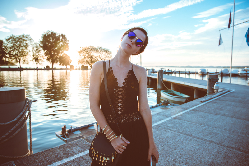 Fashionblog-Fashionblogger-Fashion-Blog-Modeblog-Mode-Muenchen-Deutschland-Lindarella-Chloe_Hudson-Gentle_Monster-Sunglasses-Sonnenbrille-verspiegelt-lila-4