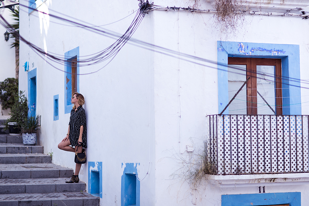fashionblog-fashionblogger-fashion-blog-blogger-ibiza-punktekleid-chloe-susana-boots-muenchen-1